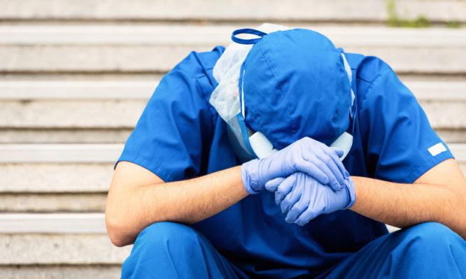 Κορονοϊός: Τρεις γιατροί έχασαν τη ζωή τους στη Θεσσαλία σε 4 μέρες – Είχαν νοσήσει από Covid