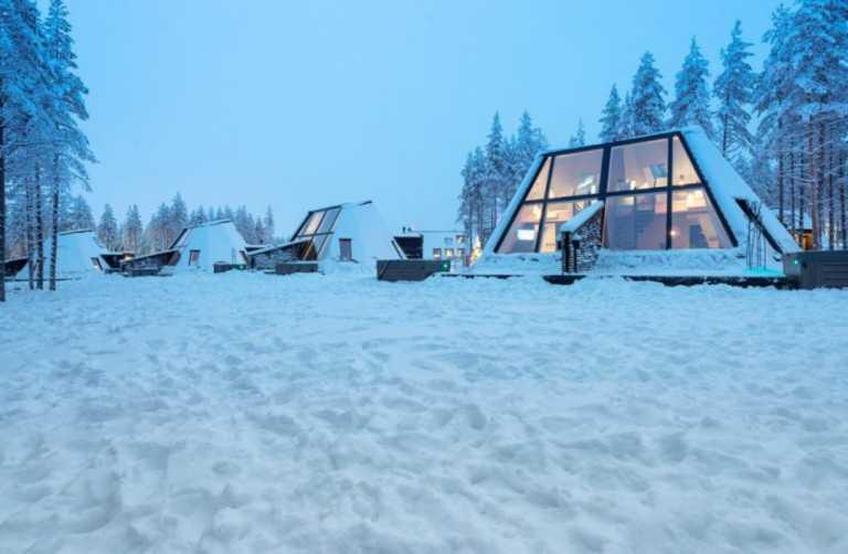 Glass Villa: Η γυάλινη βίλα δίπλα στη λίμνη που όλοι θα θέλαμε να αποκτήσουμε