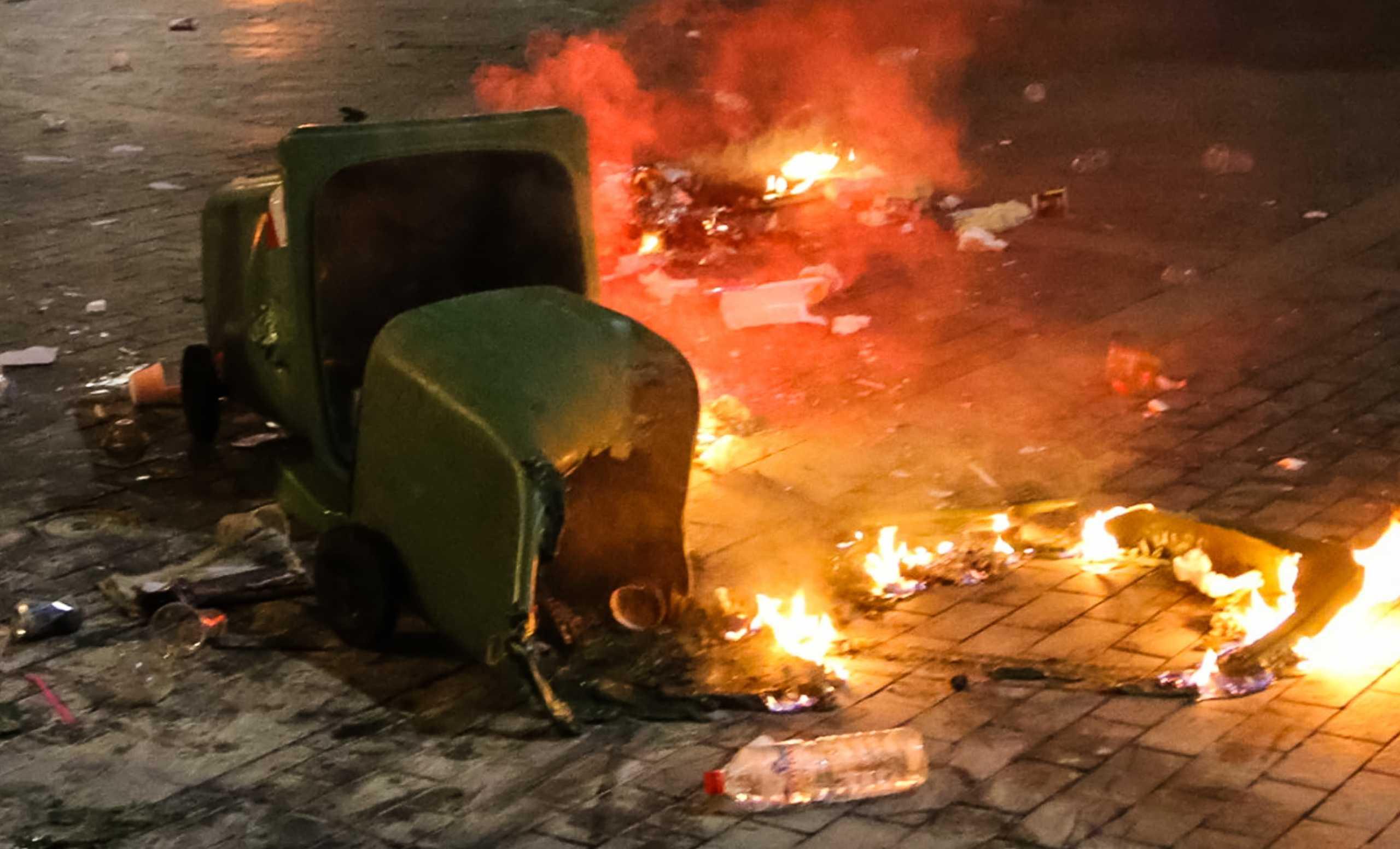 Καταστράφηκαν δεκάδες κάδοι στην Πάτρα