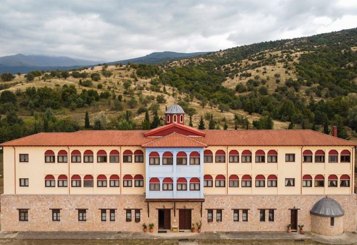 Μεγάλη διασπορά κορονοϊού μετά από χειροτονία σε μοναστήρι της Κοζάνης