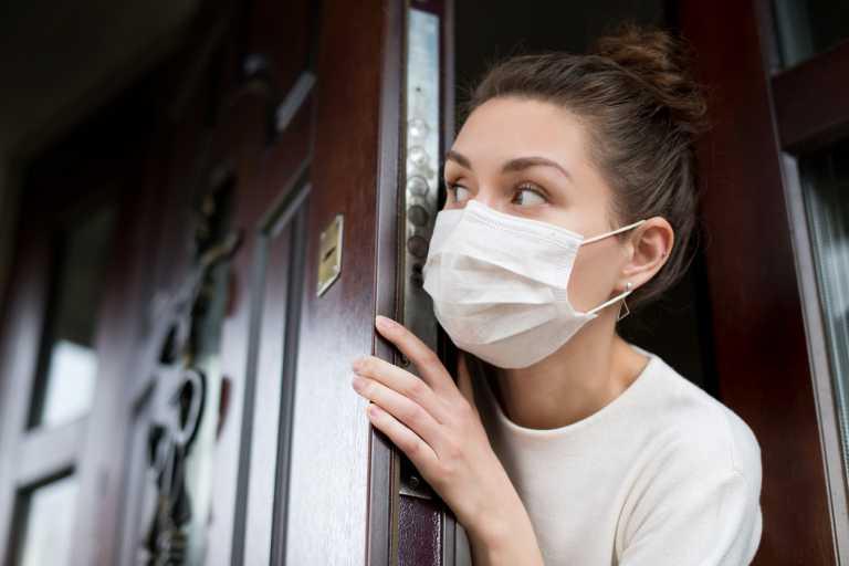 Κορονοϊός: Πώς βελτιώνουμε τον αερισμό στο σπίτι για να μην παραμένει ο ιός
