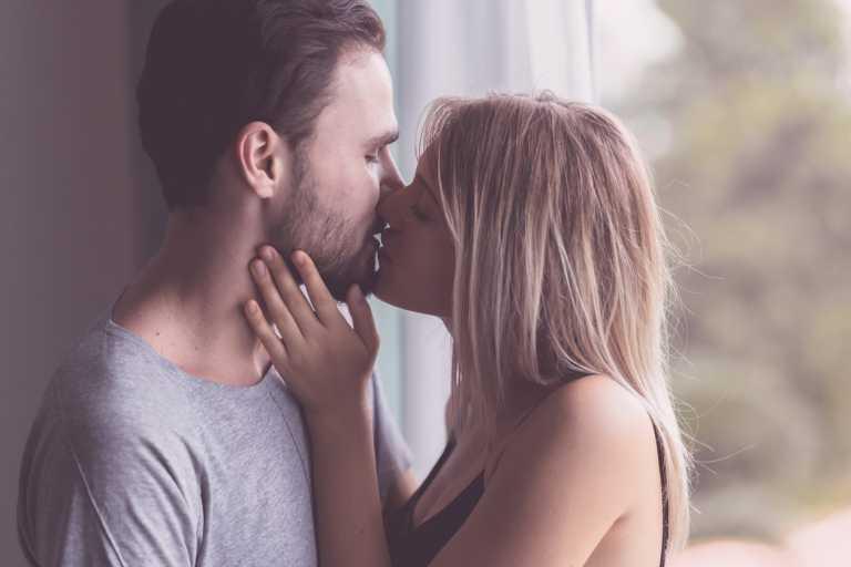 Έρευνα: Πόσες φορές την εβδομάδα κάνουν σεξ οι Έλληνες εν μέσω πανδημίας