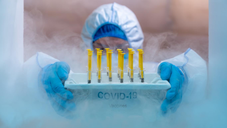 Εμβόλιο AstraZeneca: Στα τέλη Ιανουαρίου η πιθανή έγκρισή του από τον EMA