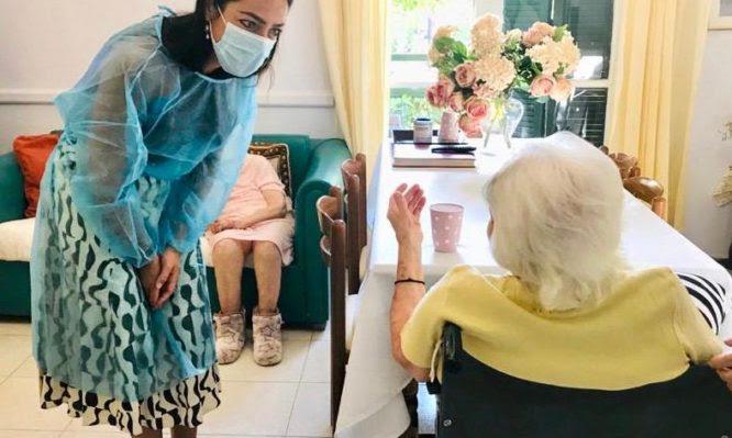 Εμβολιασμοί Covid: 117 χρονών η γηραιότερη γυναίκα που εμβολιάστηκε στην Ελλάδα