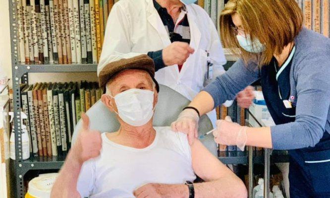 Κικίλιας: Οι ιδιώτες γιατροί στη μάχη των εμβολιασμών – Θα εξυπηρετούν ασθενείς με κινητικά προβλήματα