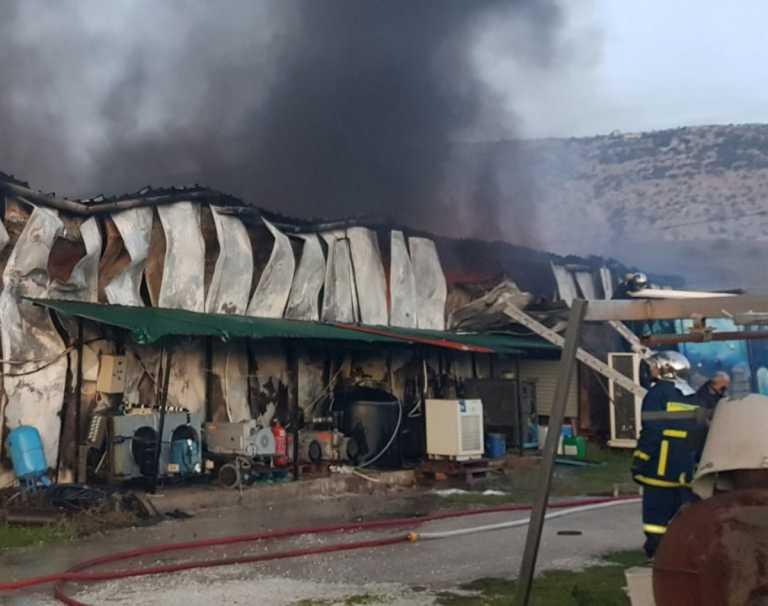 Καταστράφηκε μέρος του εργοστασίου «Υφαντής» στα Τρίκαλα από τη μεγάλη φωτιά (pics)