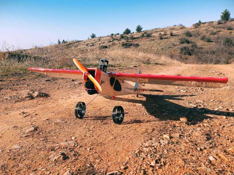 Θεσσαλονίκη: Αυτό είναι το τηλεκατευθυνόμενο αεροσκάφος που έφτιαξε μουσικός την περίοδο της καραντίνας (pic)