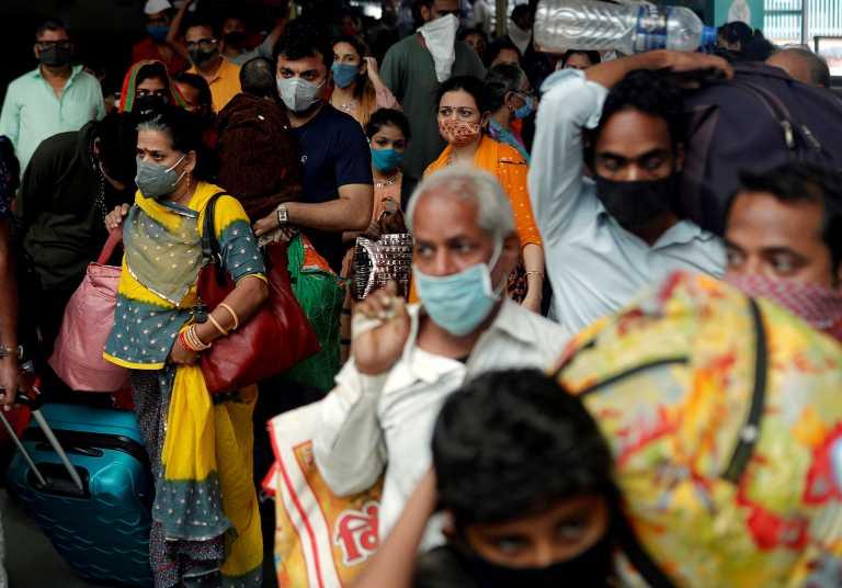 Ινδία – κορονοϊός: 101 θάνατοι και 14.000 κρούσματα σε 24 ώρες