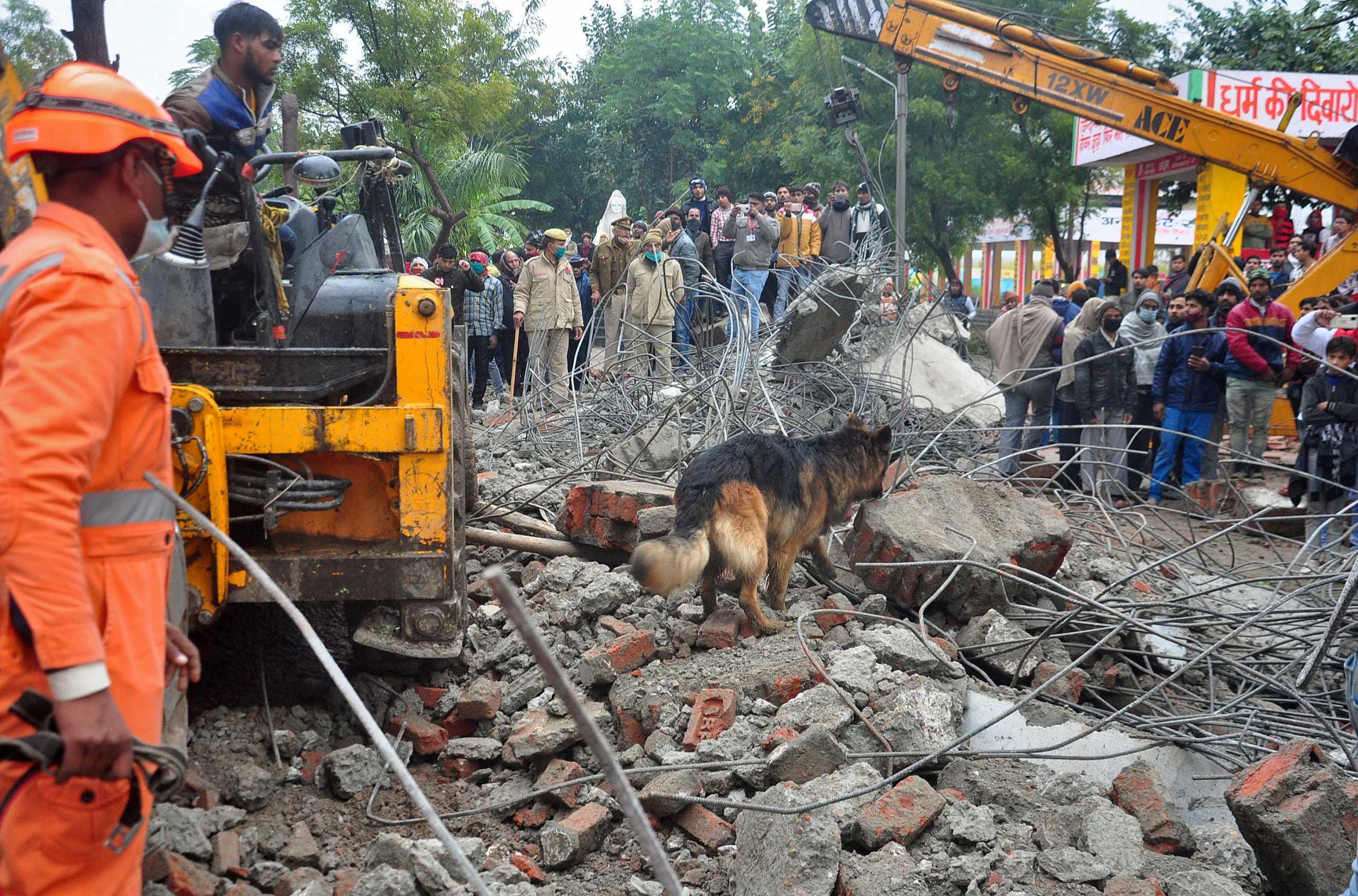 Ινδία: Πάνω από 20 νεκροί από την κατάρρευση της οροφής σε αποτεφρωτήριο