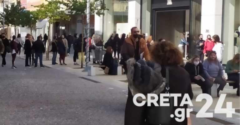 Ηράκλειο: Τεράστιες ουρές έξω από τα καταστήματα (pics)