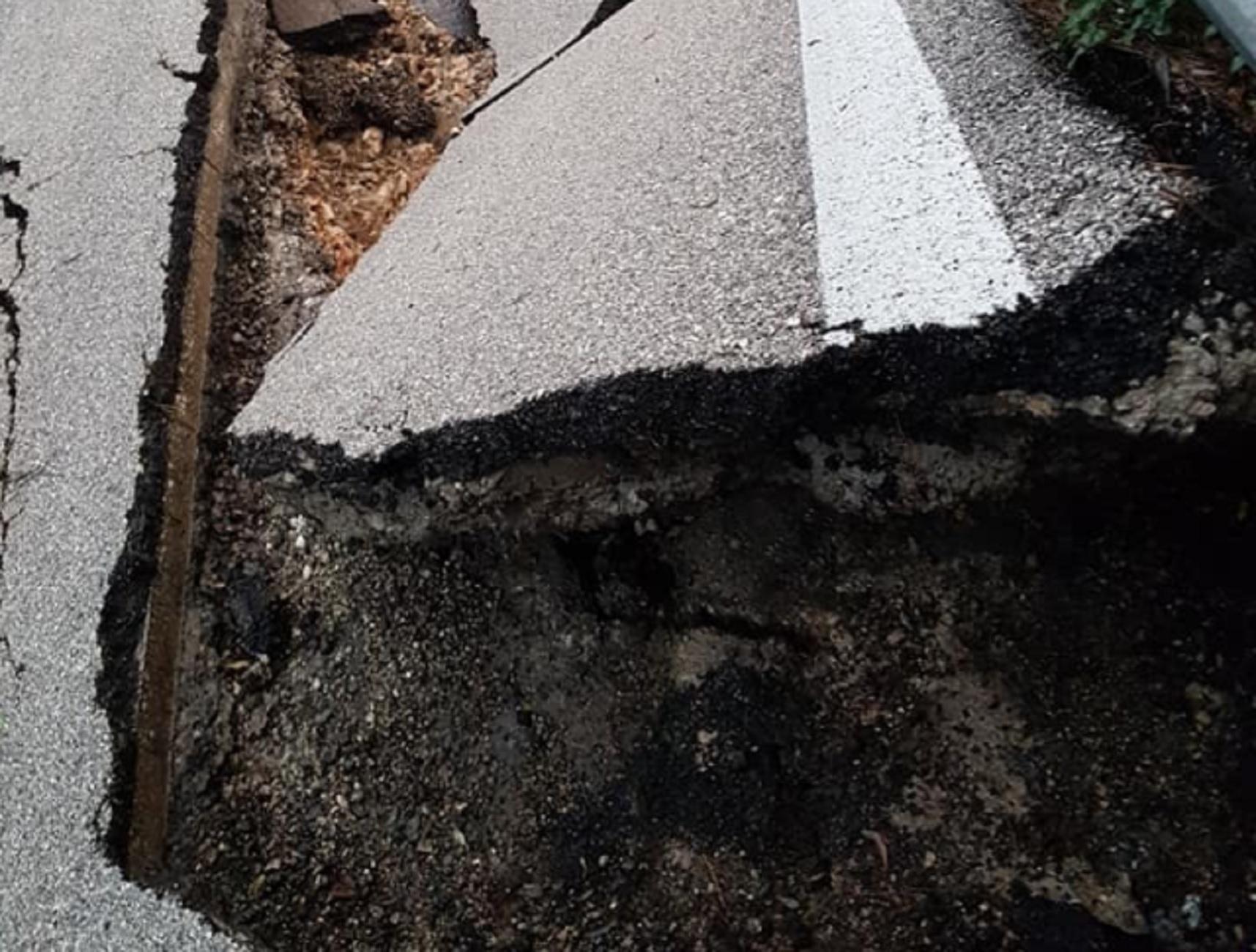 Ιθάκη: Κόβουν την ανάσα οι εικόνες από τον δρόμο που διαλύθηκε – Δείτε τις νέες πληγές της κακοκαιρίας (Φωτό)