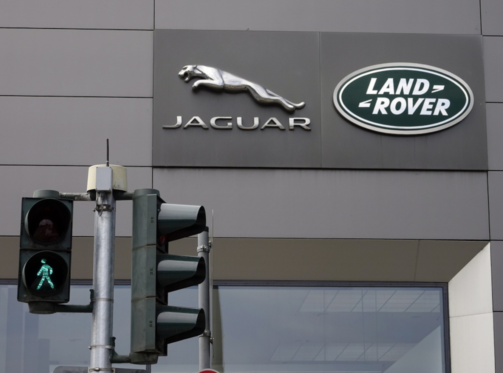 Πάτρα: Το τροχαίο με τη Jaguar που συντάραξε τη χώρα – Ο διάσημος τραγουδιστής που το είχε προκαλέσει
