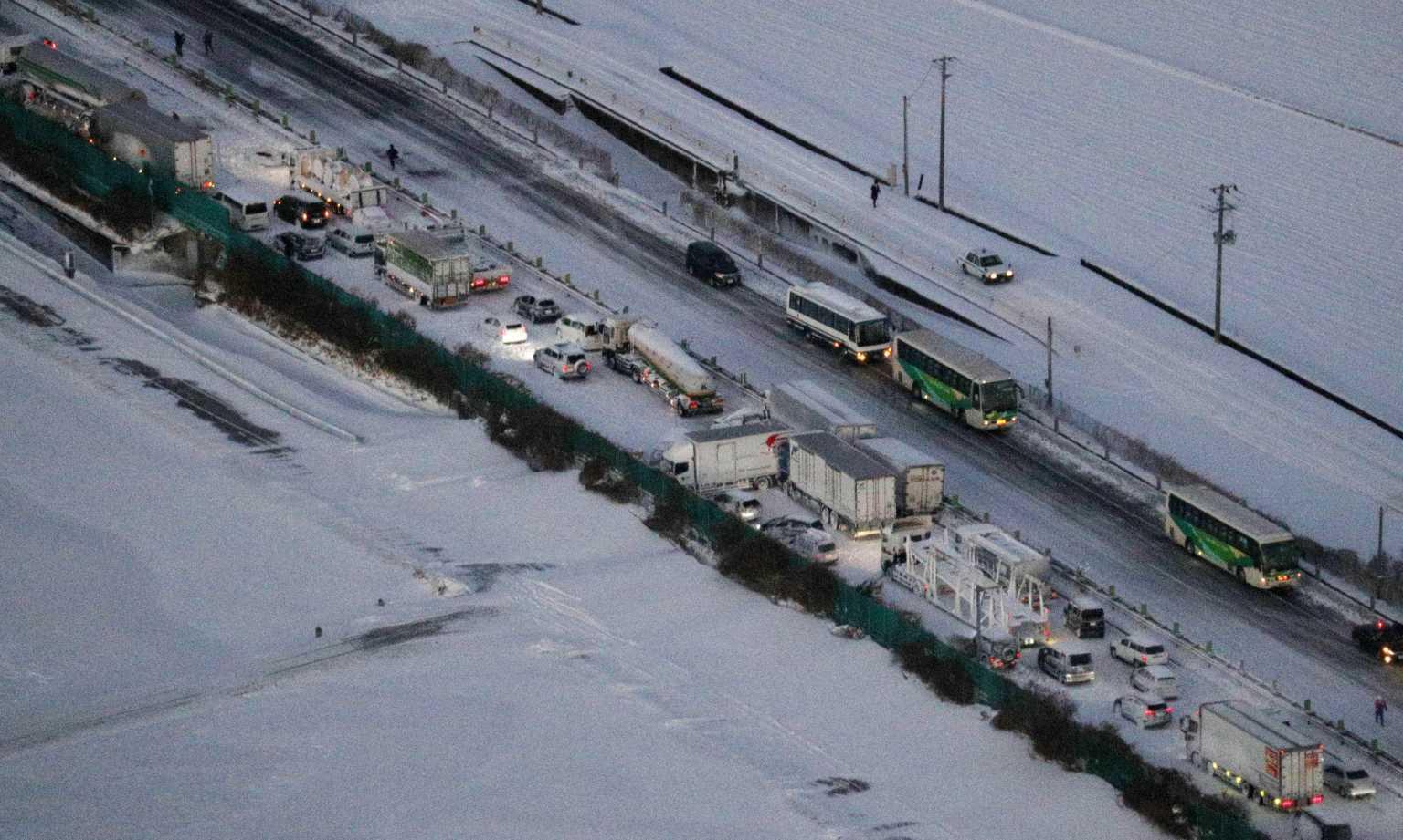 Ιαπωνία: Χιονοθύελλα προκάλεσε καραμπόλα 130 αυτοκινήτων