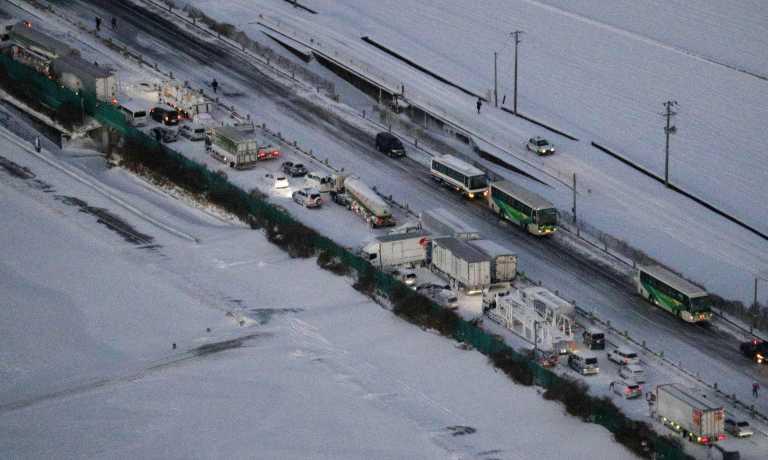 Ιαπωνία: Χιονοθύελλα προκάλεσε καραμπόλα 130 αυτοκινήτων (pics)