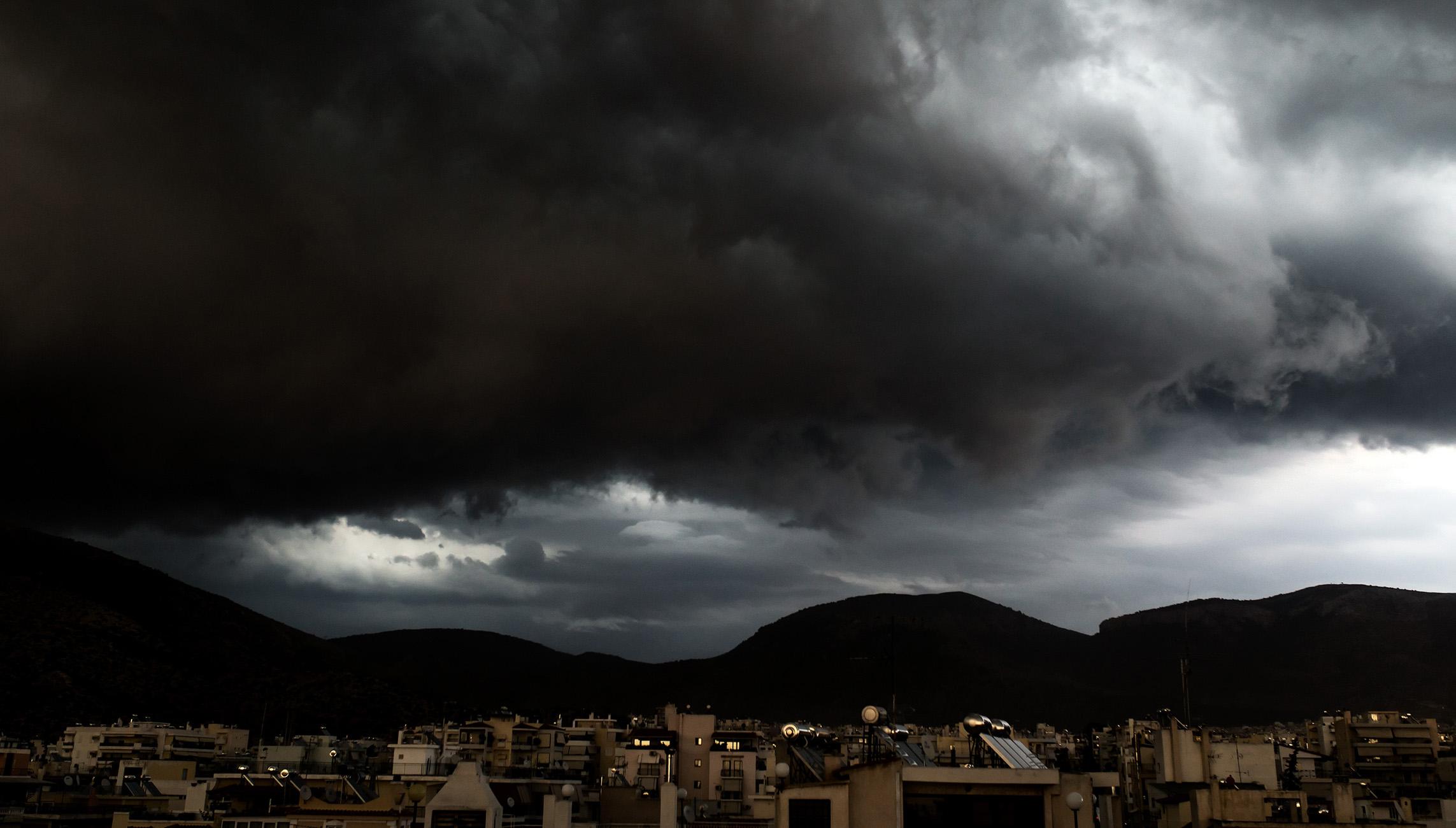 Καιρός – meteo: Καταιγίδες, χιόνια και ισχυροί άνεμοι το Σάββατο