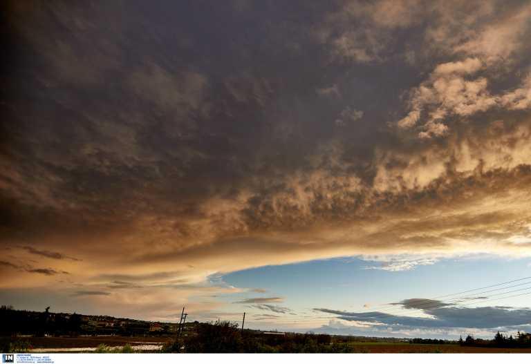 Καιρός αύριο: Χαλάει με βροχές και καταιγίδες – Άνεμοι μέχρι 9 μποφόρ