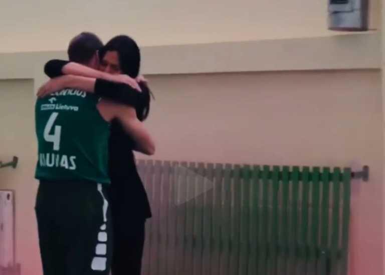 Λούκας Λεκαβίτσιους: Έτσι έμαθε το φύλο του παιδιού του (video)
