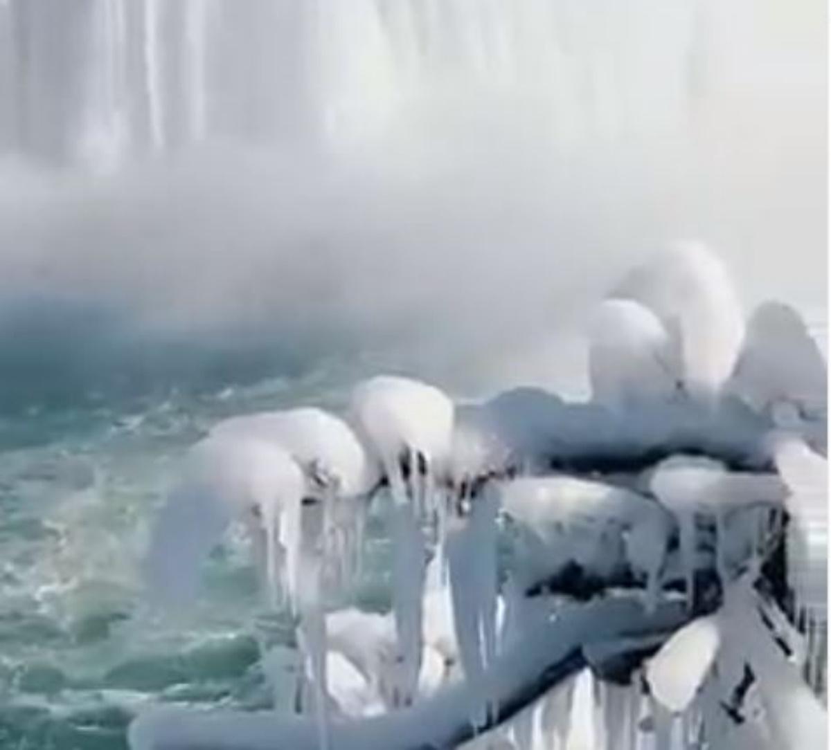 Μαγευτικές εικόνες από τους «παγωμένους» καταρράκτες του Νιαγάρα (pics, vid)