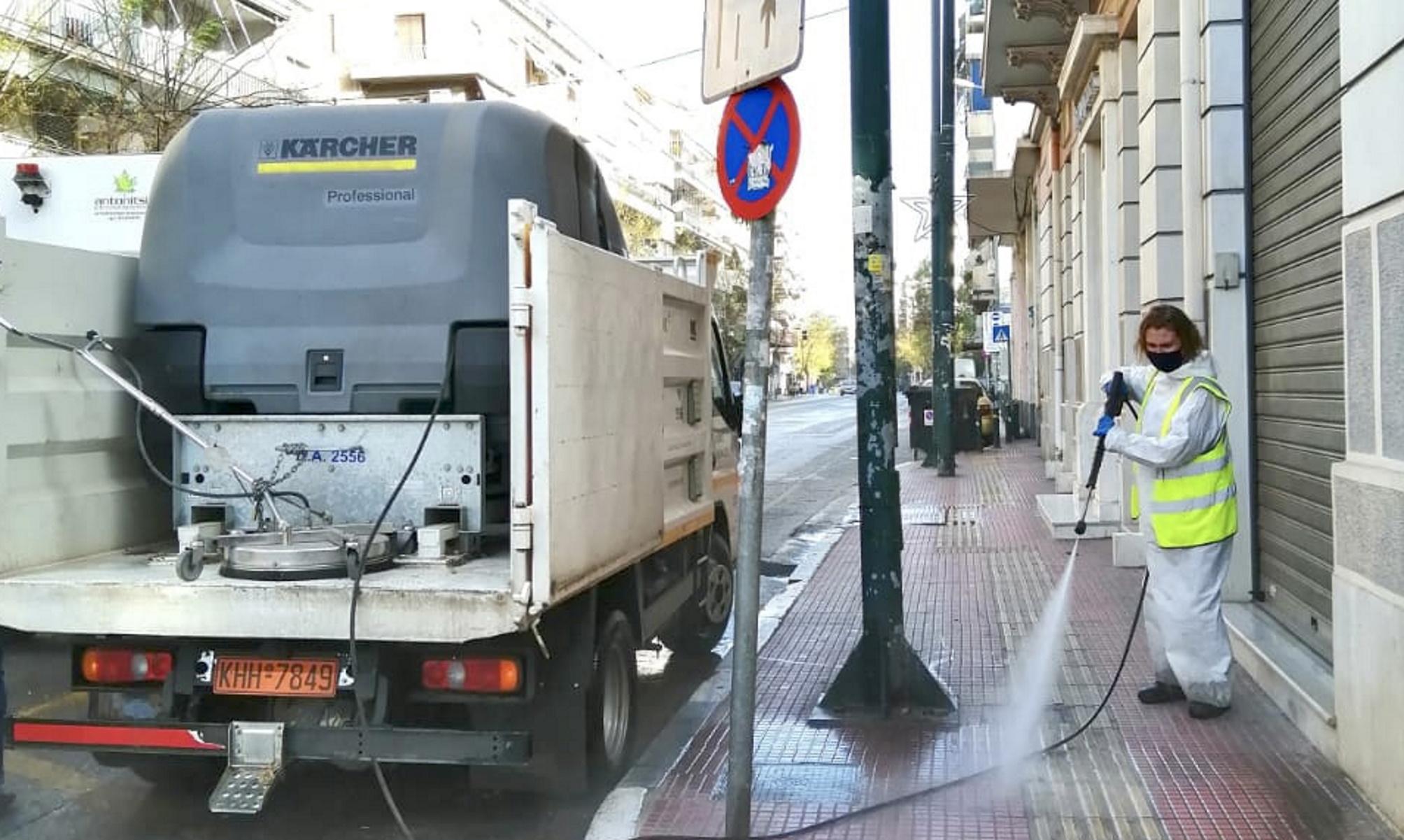 Κυψέλη καθαριότητας: Υδροφόρες του Μπακογιάννη «σάρωσαν» τη γειτονιά της Αθήνας (pics)