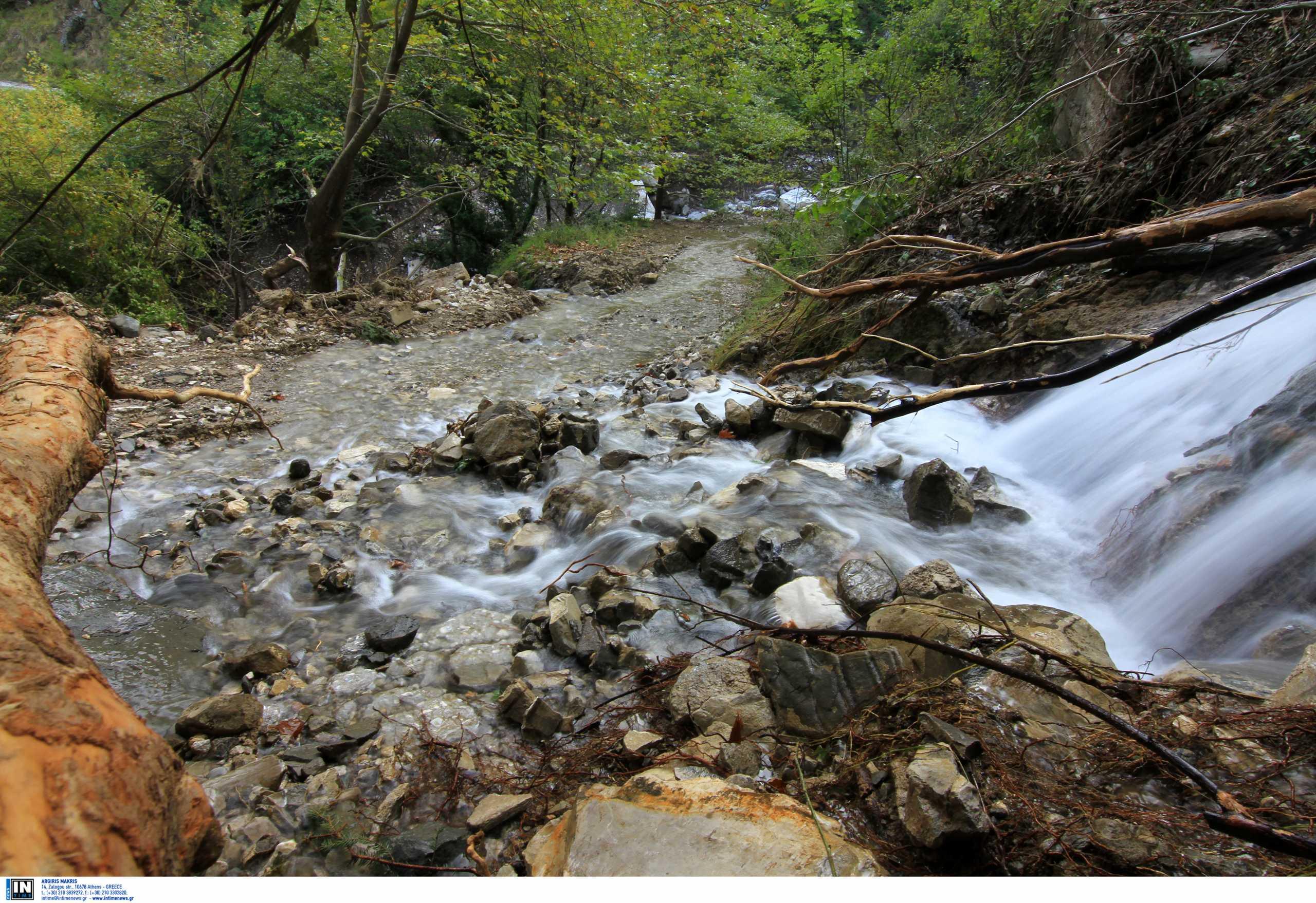 Λίμνη Πλαστήρα: Κατολισθήσεις από τους συνεχείς βροχοπτώσεις