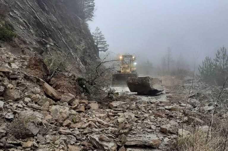 Καιρός: Βροχές και χιόνια στην Ήπειρο – Σοβαρά προβλήματα από κατολισθήσεις (pics)