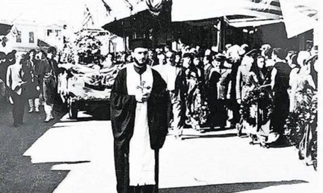 Η φοβερή ιστορία του παπά – Σταύρου που το έσκασε από στρατόπεδο για να κηδέψει τον Καζαντζάκη