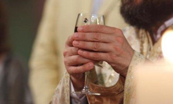 Γιατί στο γάμο πίνουμε κόκκινο κρασί;