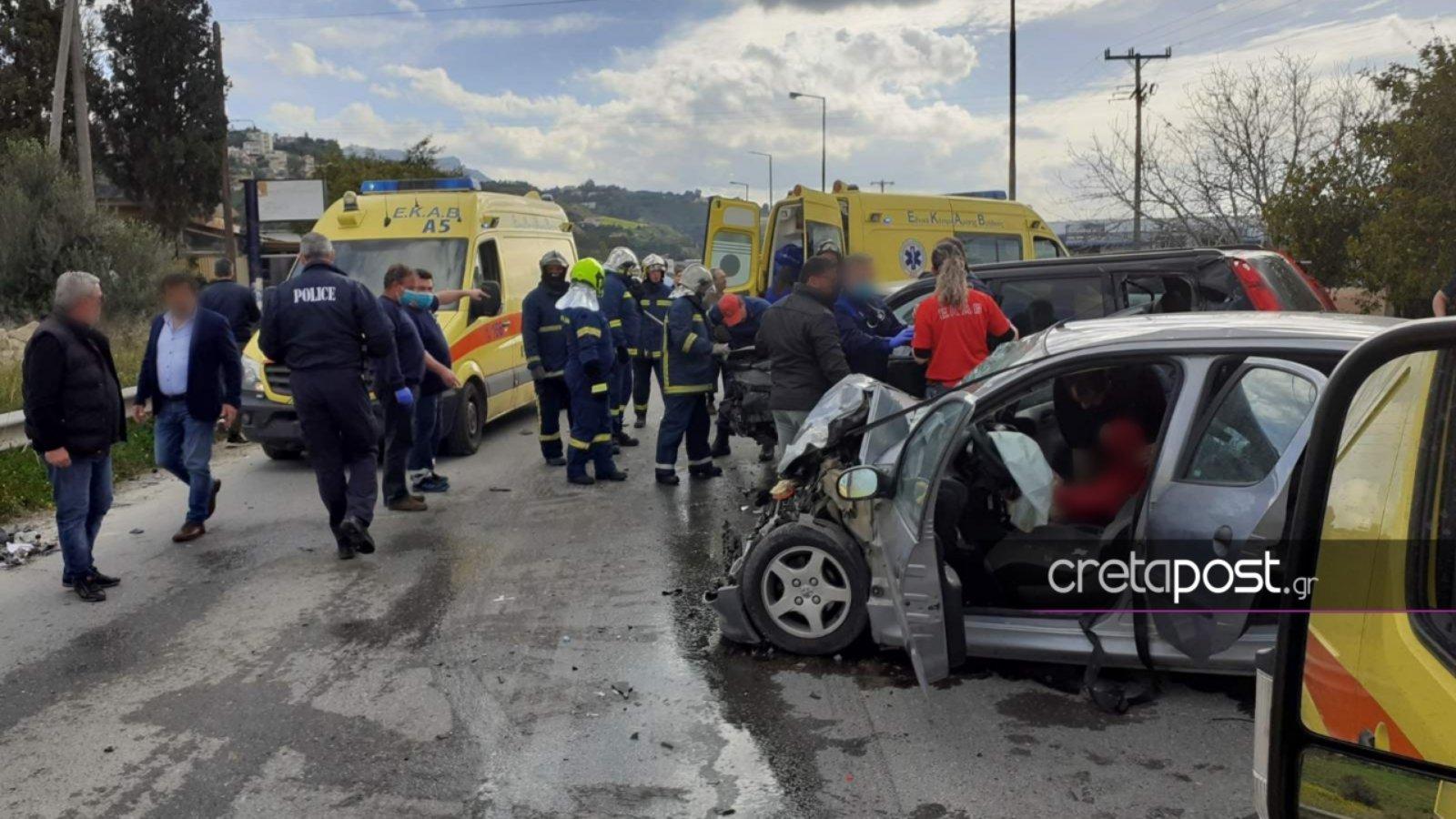 Κρήτη: Καραμπόλα αυτοκινήτων με πέντε τραυματίες (pics)
