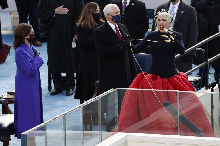 Lady Gaga: Συγκλόνισε στην ορκωμοσία Μπάιντεν τραγουδώντας τον εθνικό ύμνο