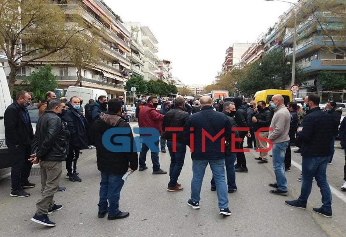 Διαμαρτυρία πωλητών λαϊκών αγορών στη Θεσσαλονίκη – Στη συγκέντρωση και ο Παναγιώτης Ψωμιάδης (pics, vids)