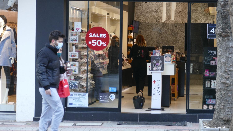 Λάρισα: Η αγορά ζεστάθηκε με το καλημέρα – Τα πρώτα ψώνια των καταναλωτών (pics)