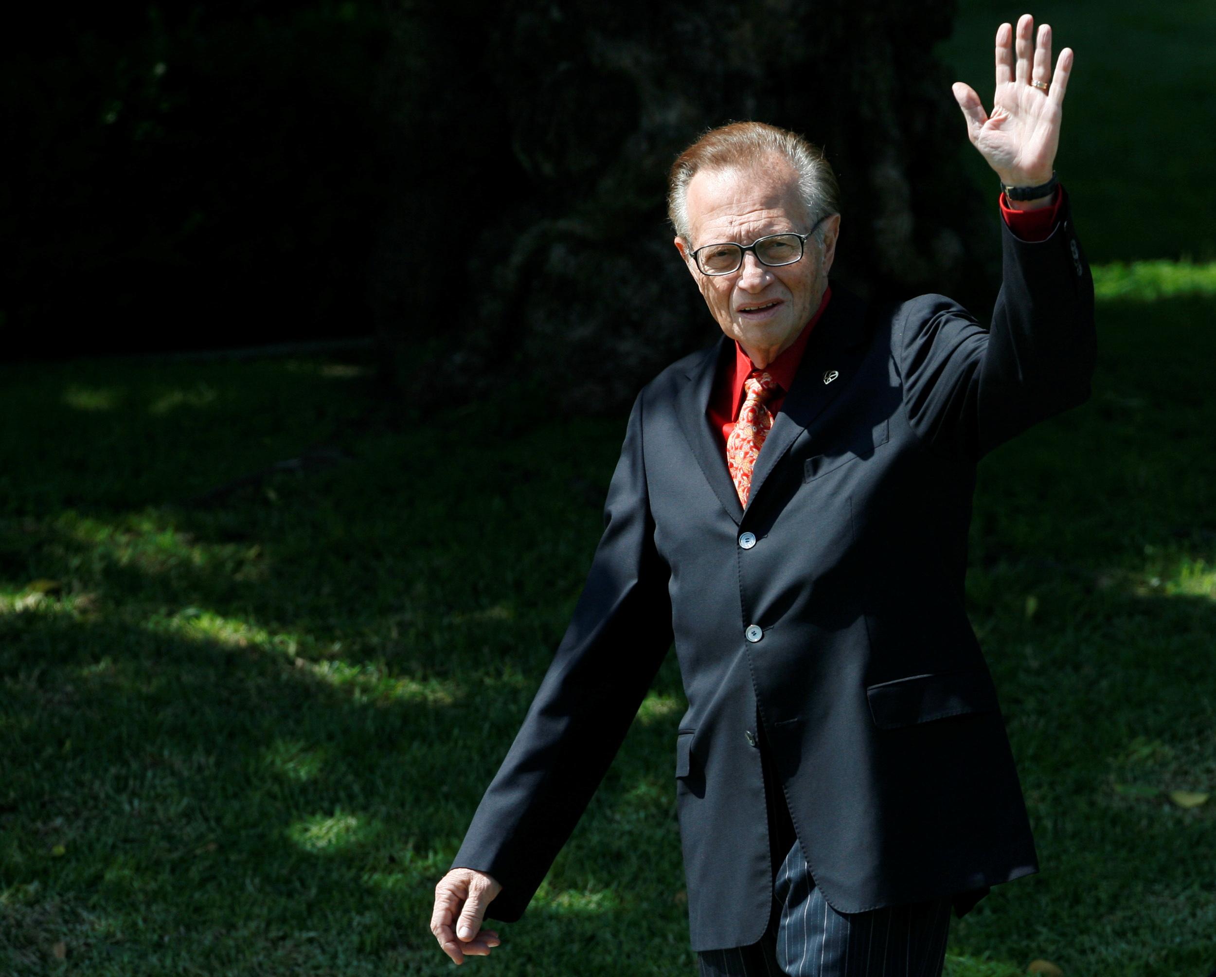 Larry King: Σίγησε το μικρόφωνο του «γίγαντα» των talk show