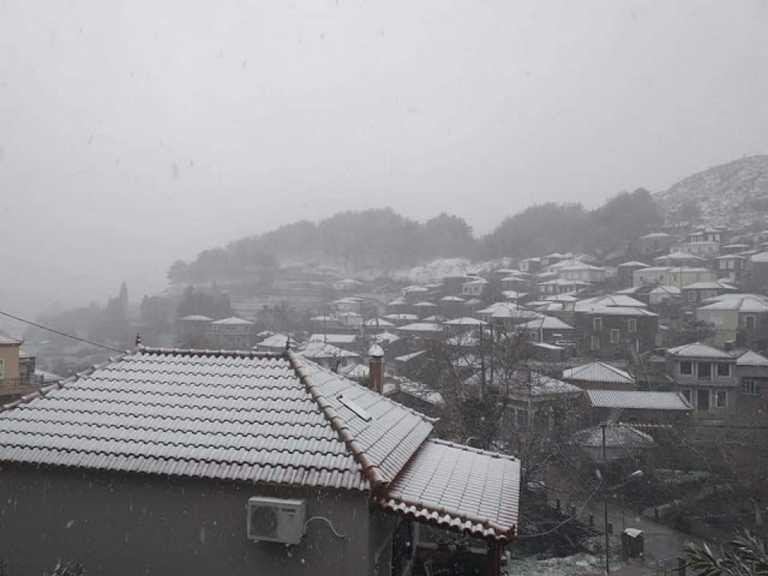 Καιρός: Μάχη με τον χιονιά στη Λέσβο (pics)