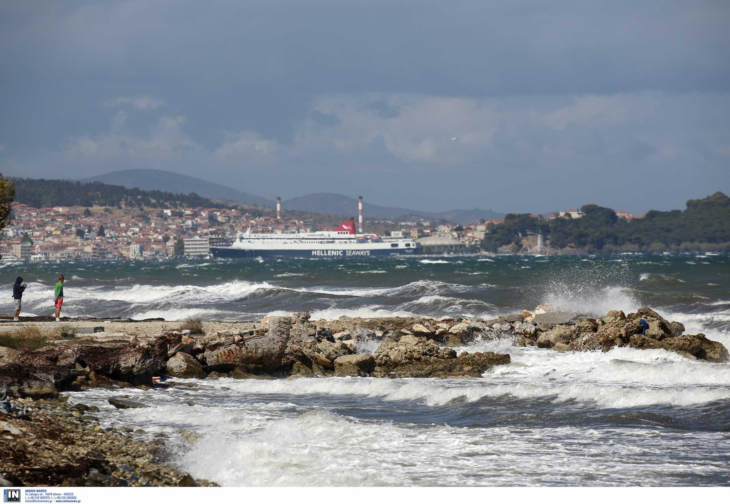 Μυτιλήνη: Λαχτάρα για τους επιβάτες πλοίου που προσέκρουσε στον προβλήτα