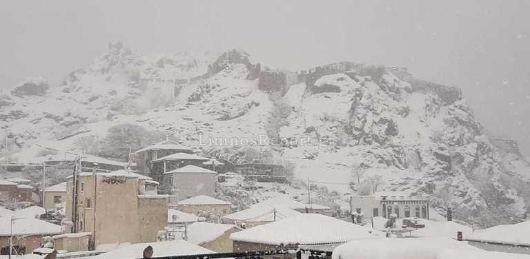 Καιρός – Λήμνος: Χιόνια και προβλήματα – Απεγκλωβισμοί, άνθρωποι στο νοσοκομείο και παραλίες που ντύθηκαν στα λευκά (pics)