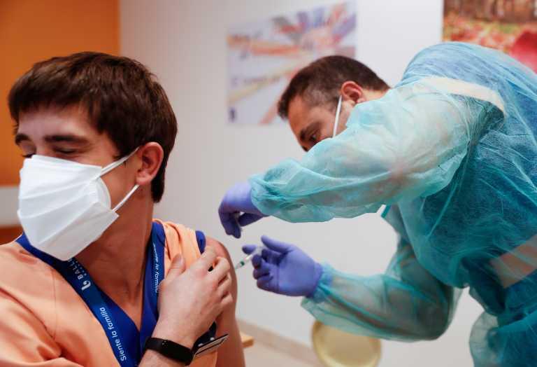 Ισπανία – Κορονοϊός: Μία δόση εμβολίου στους κάτω των 55 ετών που έχουν νοσήσει
