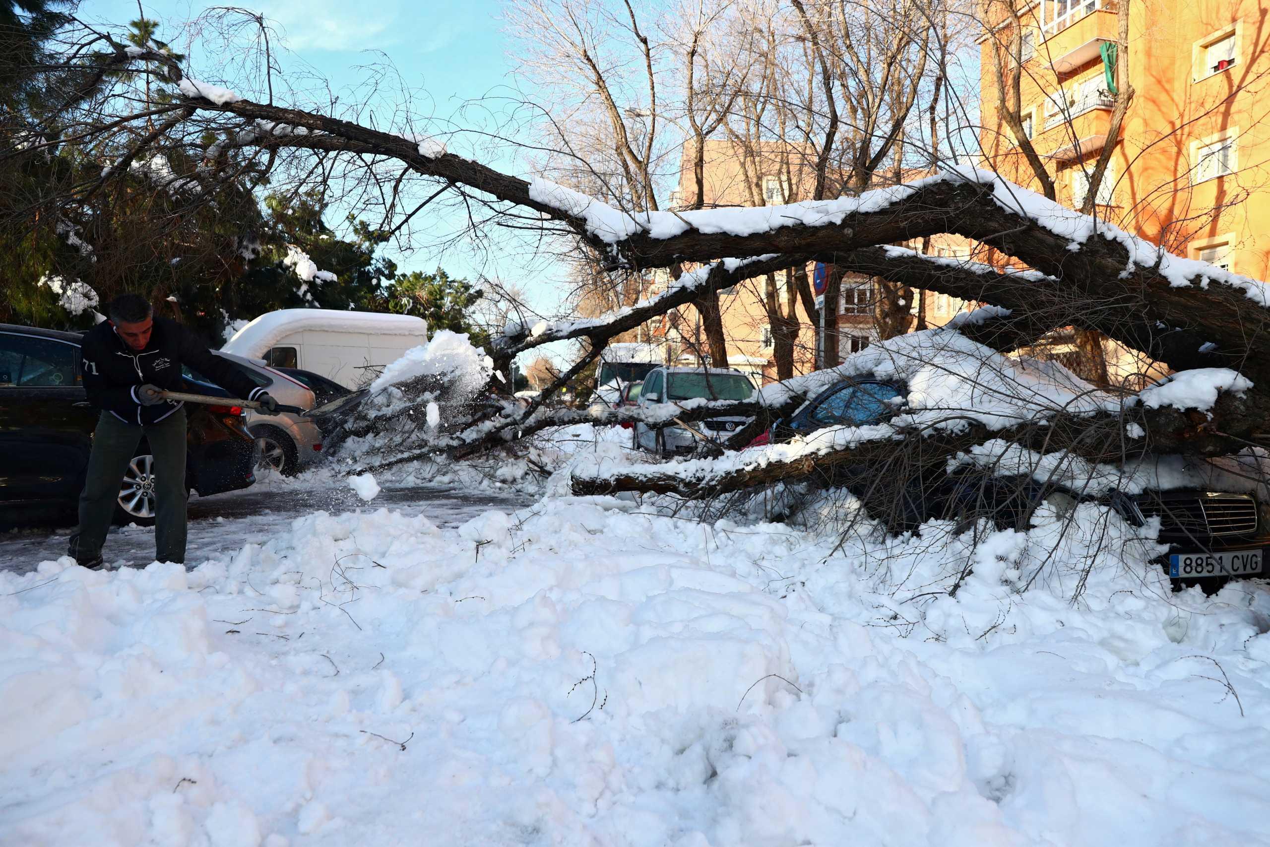 Πάνω από 1,3 δισ. το κόστος της καταστροφής από τη χιονοθύελλα στη Μαδρίτη (pics, video)