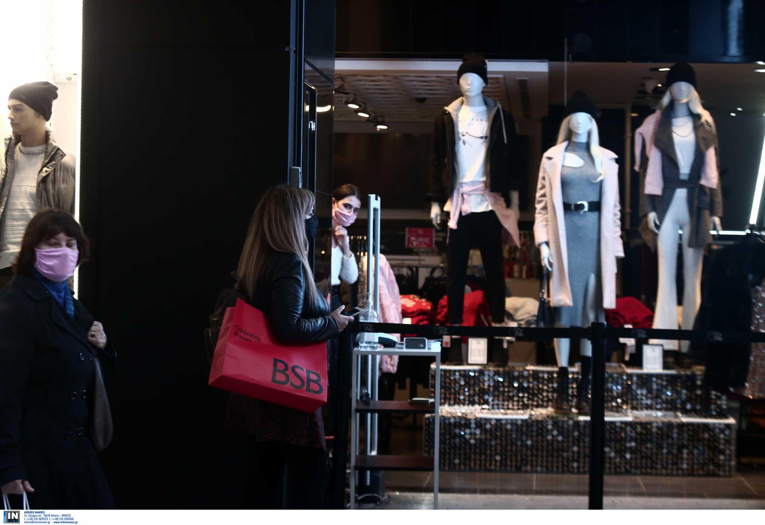 Εκπτώσεις από σήμερα αλλά με κλειστά μαγαζιά: Κραυγή αγωνίας από τους εμπόρους