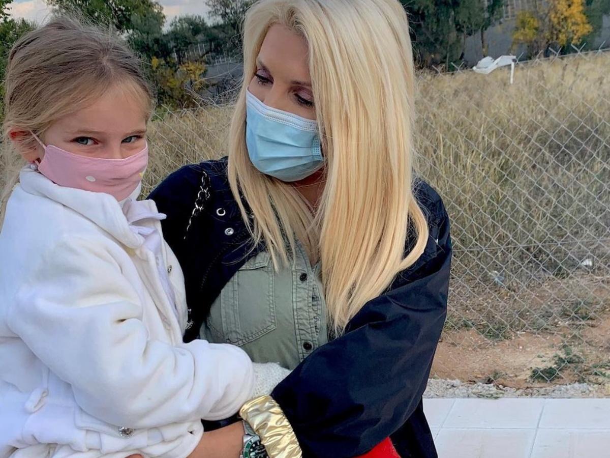 H selfie της Ελένης Μενεγάκη με την 5χρονη κόρη της, μετά την επιστροφή της από το σχολείο