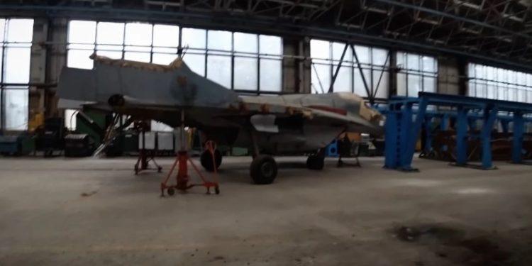 MiG: Απίστευτες εικόνες από «διάρρηξη» σε «νεκροταφείο» θρυλικών μαχητικών αεροσκαφών! [pics,vid]