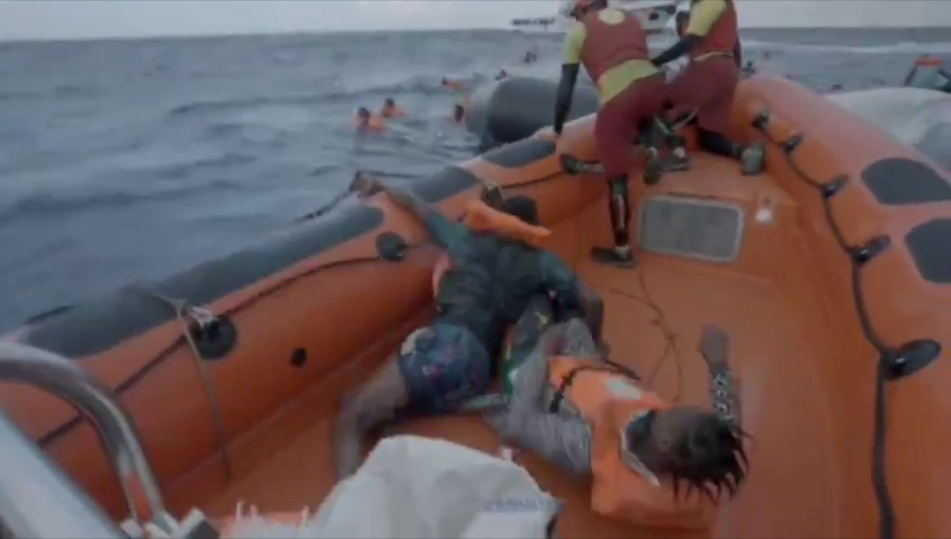 Το Open Arms αναζητεί ασφαλές λιμάνι για 265 μετανάστες που διέσωσε στη Μεσόγειο