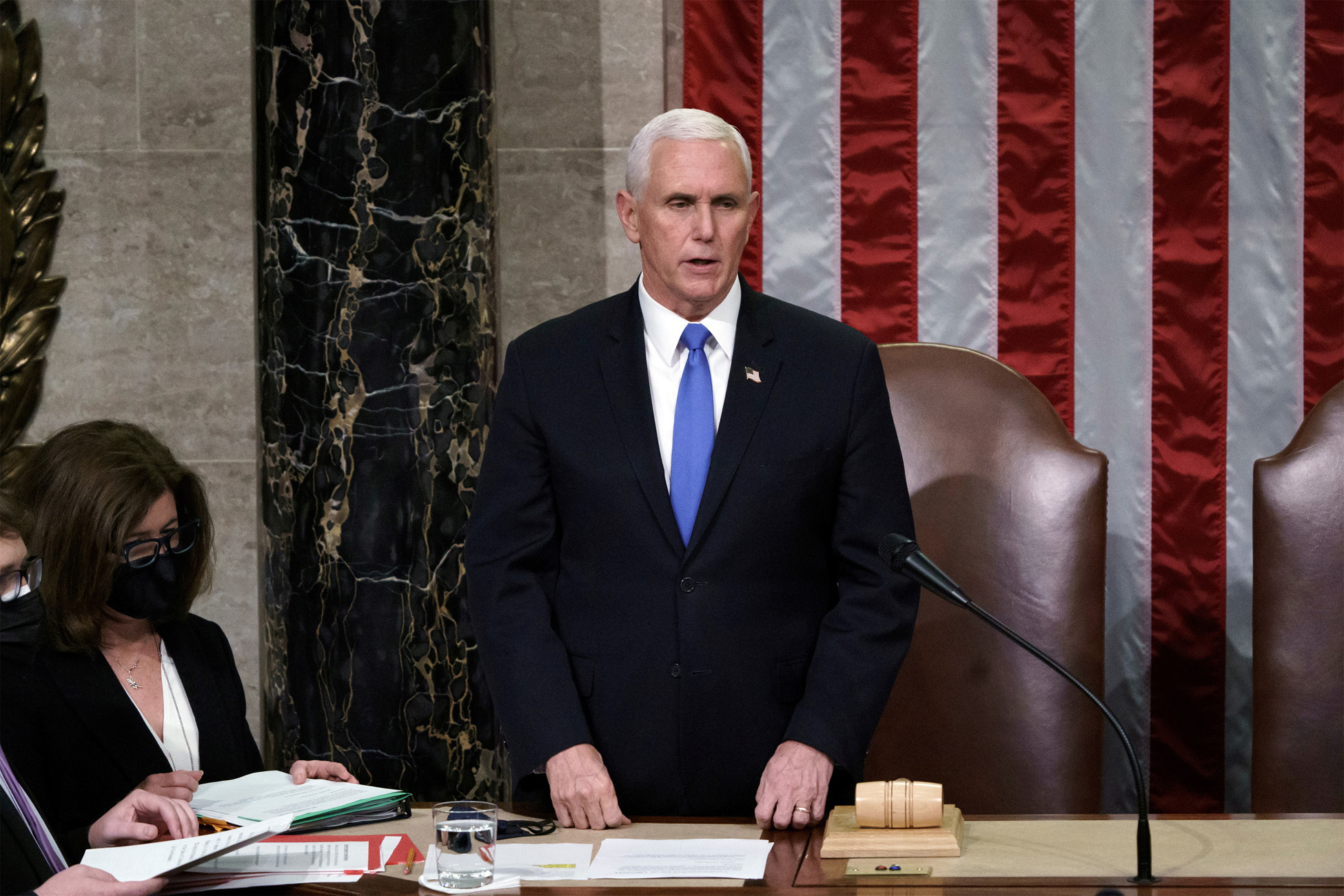 ΗΠΑ: Ο Μάικ Πενς «άδειασε»Τραμπ και μίλησε με την Καμάλα Χάρις