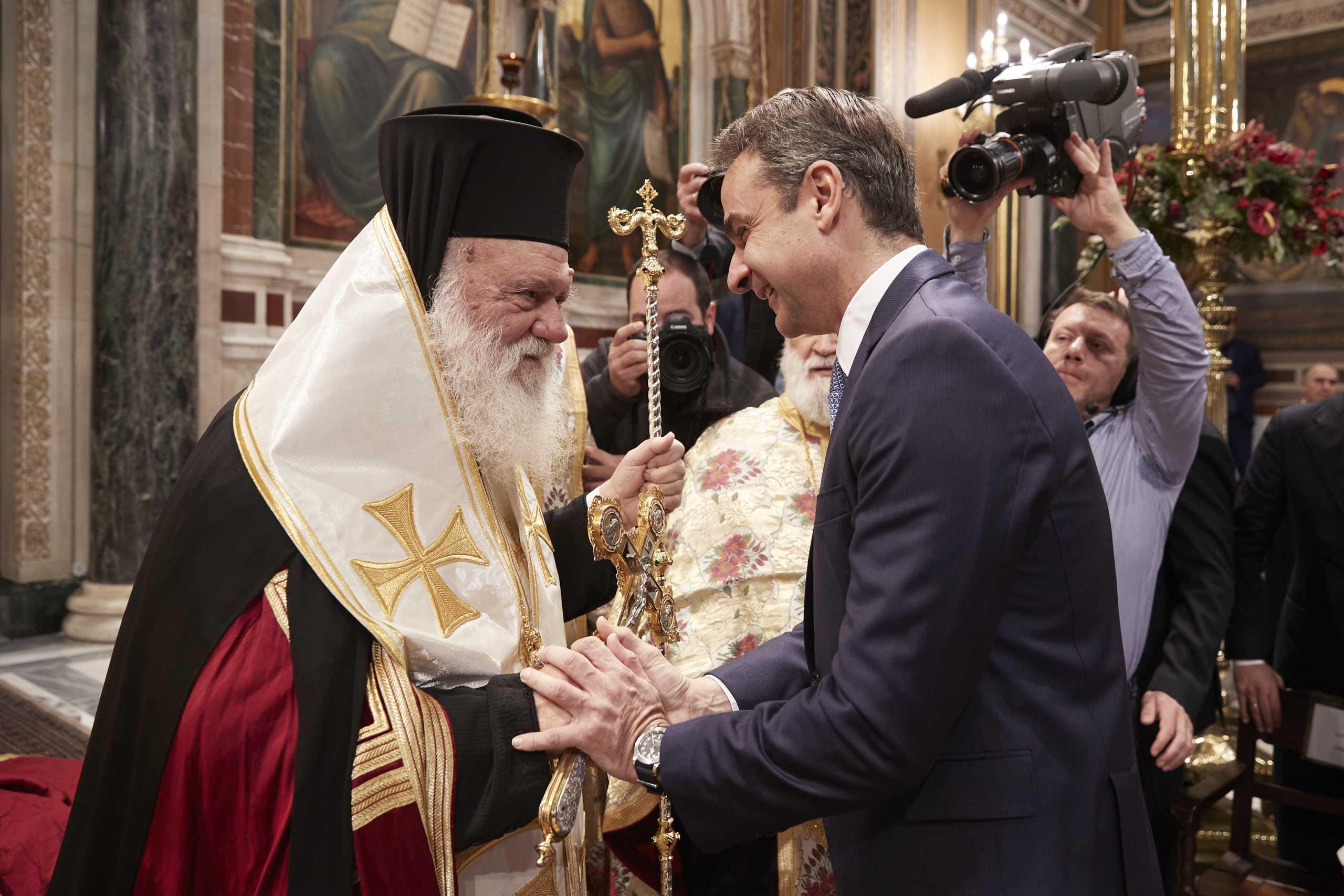 Θεοφάνεια: Χωρίς τον Αρχιεπίσκοπο Ιερώνυμο η ορκωμοσία των υπουργών – «Παράθυρο» για επικοινωνία με Μητσοτάκη