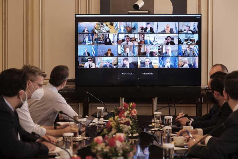 Μητσοτάκης στο Υπουργικό: Ανοίγουμε ή κλείνουμε δραστηριότητες ανάλογα με τα κρούσματα