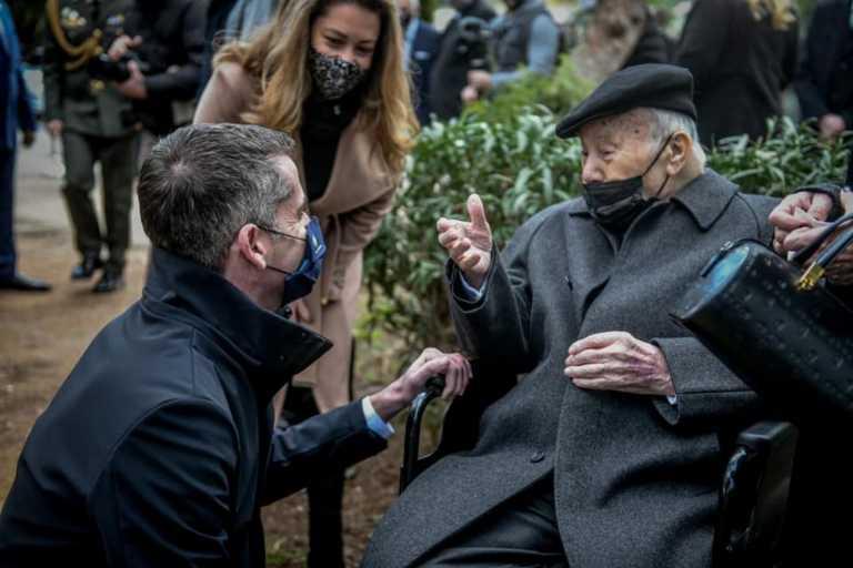 Η συγκινητική ανάρτηση Μπακογιάννη για τον 93χρονο επιζήσαντα του Άουσβιτς