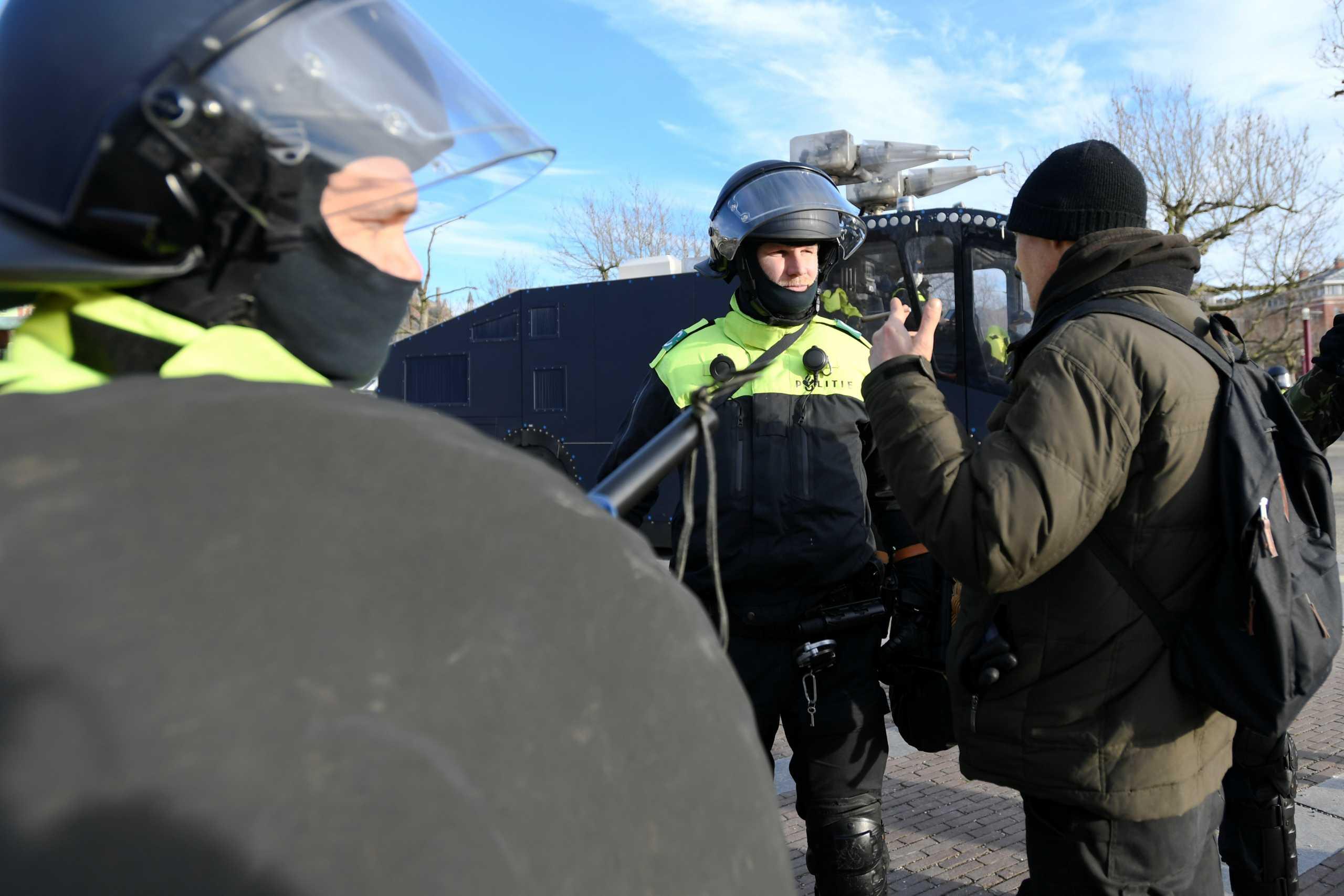 Ολλανδία: Καταδίωξη με πυροβολισμούς μετά από ληστεία – Νεκρός ένας ύποπτος