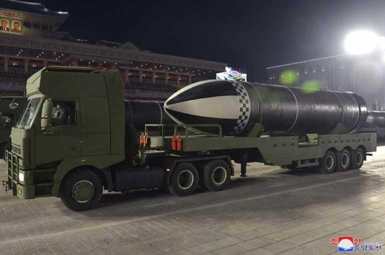 Ο Πρόεδρος Κιμ αποκάλυψε το βαλλιστικό πύραυλο...