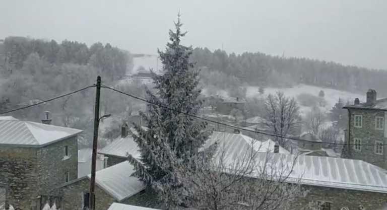 Καιρός – Φλώρινα: Χιονίζει ασταμάτητα στο Νυμφαίο