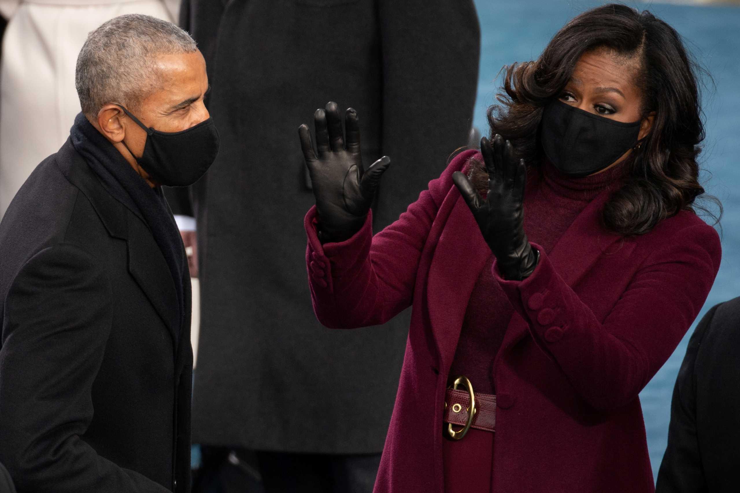 Μισέλ σε Μπαράκ Ομπάμα: Σταμάτα να αγκαλιάζεις κόσμο