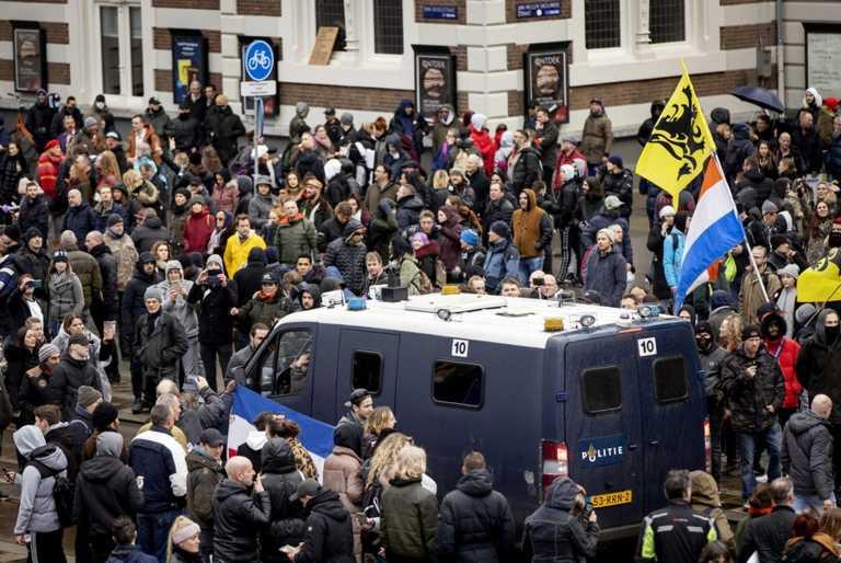 Κορονοϊός: Χιλιάδες διαδηλωτές στους δρόμους του Άμστερνταμ κατά του lockdown